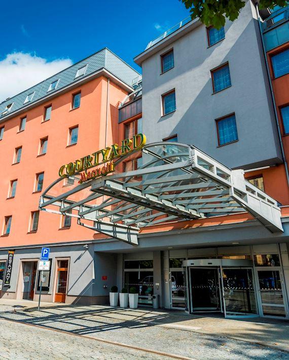 Hotel se nachází přímo v historickém centru města, je tak ideálním místem, odkud začít toulky Plzní a okolím.