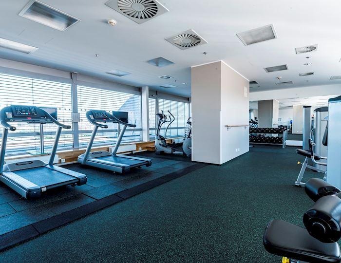 Střešní fitness centrum je skvělou volbou pro zahájení dne.